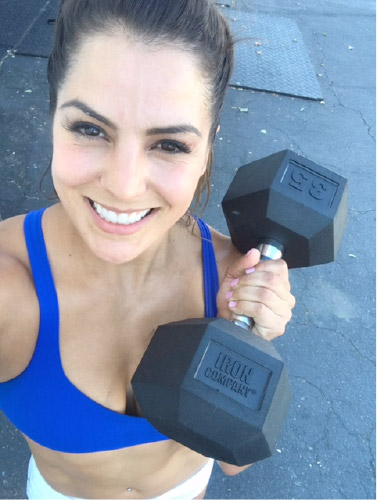 CrossFitter Jackie Perez utilizes IRON COMPANY rubber hex dumbbells in her CrossFit training.