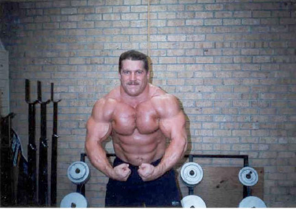Powerlifter Kirk Karwoski lifted heavy and had an extremely muscular physique.