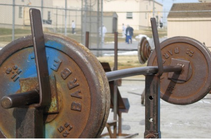 Prison Muscle: taking cues from the incarcerated for building size and strength