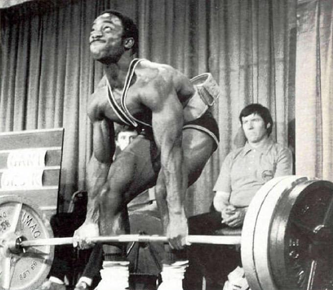 Lamar Gant deadlifting with weightlifting belt on backwards